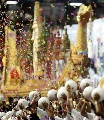 图文:[亚洲杯]开幕式大雨 国王的龙舟