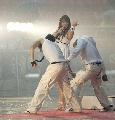 图文:[亚洲杯]开幕式大雨 塔塔扬现场热舞