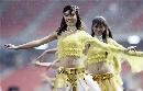 图文:[亚洲杯]开幕式大雨 泰版千手观音