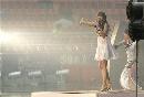 图文:[亚洲杯]开幕式大雨 雨中难掩激情