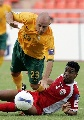 图文:[亚洲杯]澳洲VS阿曼 布雷西亚诺倒地