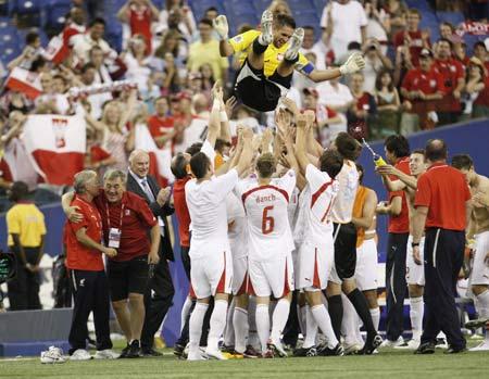 英雄 门将/图文:[足球]U20锦标赛 门将成为英雄