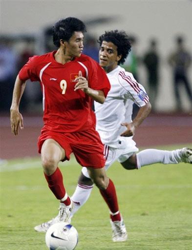 图文:[亚洲杯]越南VS阿联酋 回头望月