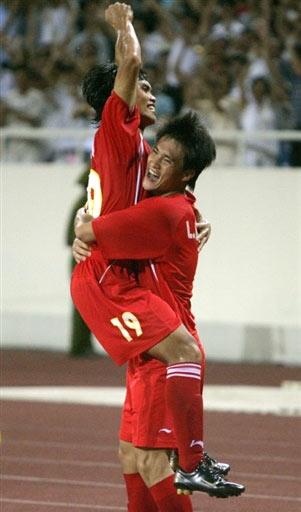 图文:[亚洲杯]越南VS阿联酋 庆祝进球