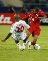 图文:[亚洲杯]越南VS阿联酋 抢断奋不顾身