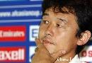 图文:[亚洲杯]国足新闻发布会 继海若有所思