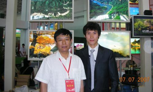 北京市怀柔区旅游局局长焦安琦(左)、京郊旅游网运营执行官邢志勇(右)