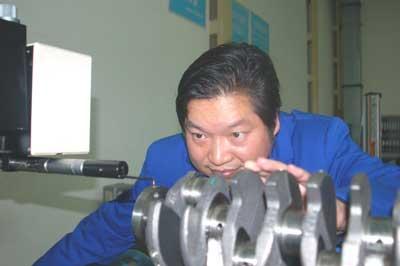 斯特雷夫考察调研神龙公司襄樊工厂图片