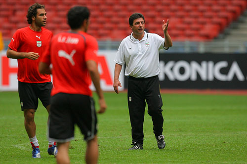图文:[亚洲杯]大马赛前最后一练 主帅南塔古玛