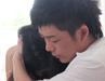 视频:王栎鑫拍MV演绎受伤 拥美女入怀紧张脸红