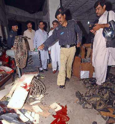 三名中国人在巴基斯坦遭枪击案的现场血迹斑斑