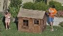 组图:布兰妮做好妈妈 草坪陪儿子嬉戏场面温馨