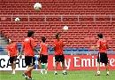 图文:[亚洲杯]伊朗备战首战 分组头球练习