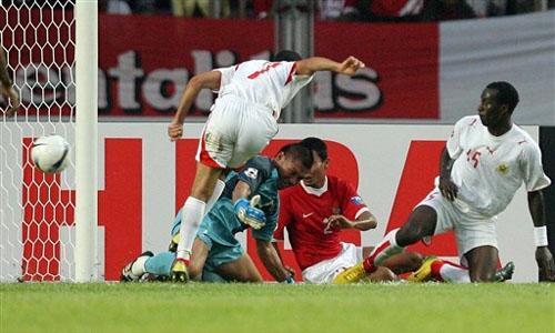 图文:[亚洲杯]印尼VS巴林 贾拉尔破门瞬间