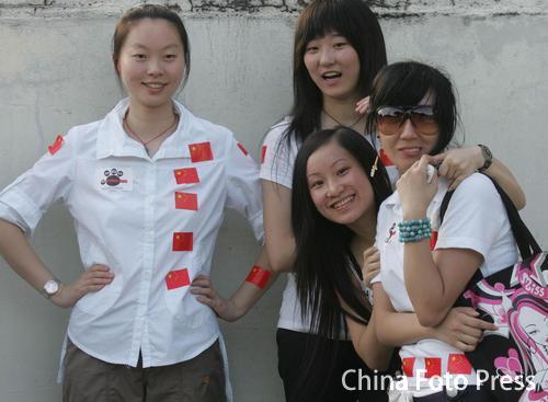图文:[亚洲杯]中国VS马来西亚 换个姿势摆POSE