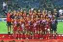 图文:[邀请赛]中国女足夺冠 众玫瑰满面春风