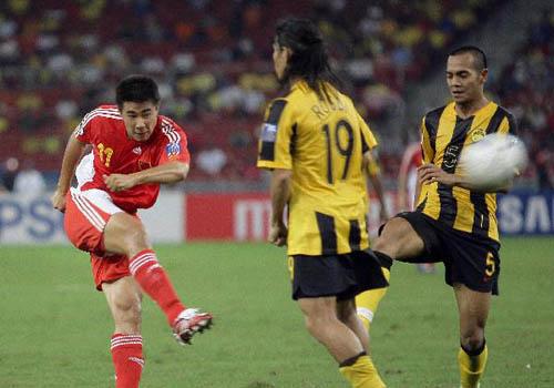 图文:[亚洲杯]中国5-1大马 小董拔脚怒射
