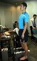 图文:乒乓球队接受测试 王励勤测量脚步数据