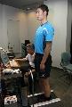图文:乒乓球队接受测试 王励勤进行数据测量