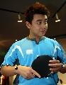 图文:乒乓球队接受测试 王皓身上遍布测试点