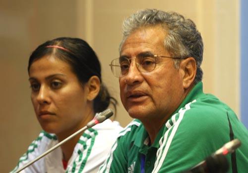 图文:[邀请赛]中墨战赛后发布会 墨西哥队主帅