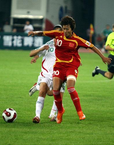 图文:[邀请赛]中国VS墨西哥 韩端护球突破