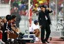 图文:[亚洲杯]中国5-1马来西亚 朱广沪细心指导