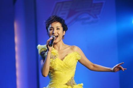 图文:唱响志愿校园行活动举行 汤灿现场演唱