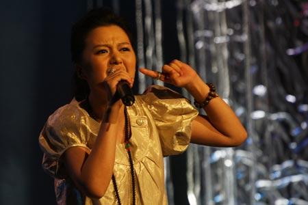 图文:唱响志愿校园行活动举行 谭维维现场演唱