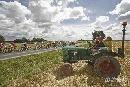 第三赛段风光旖旎 当地居民开着拖拉机来观比赛