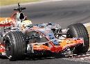图文:[F1]斯帕赛道试车首日 汉密尔顿连续过弯