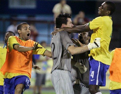 图文:[美洲杯]巴西7-6乌拉圭 多尼成为功臣