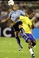 图文:[美洲杯]巴西7-6乌拉圭 双方争顶头球
