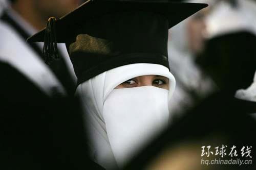 学生参加毕业典礼