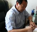 图文:许海峰个人官网开通 给友人签名留念