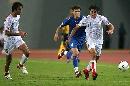 图文:[亚洲杯]伊朗2-1乌兹别克 马丹齐抬头观望