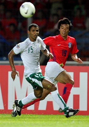 图文:[亚洲杯]韩国1-1沙特 巴赫里卡位出色
