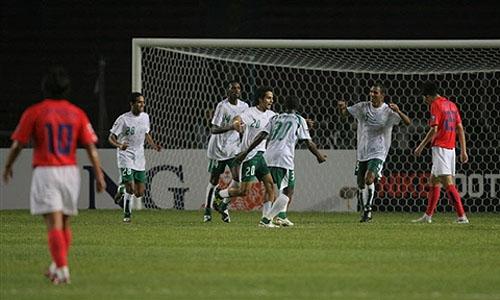图文:[亚洲杯]韩国1-1沙特 庆祝点球破门