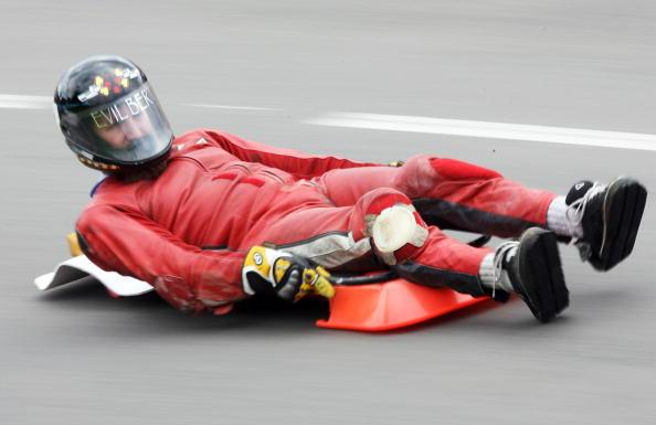 滑板速降世界锦标赛赛况 红色流星急驶