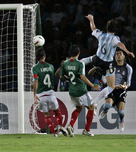 组图:阿根廷3-0墨西哥 海因策梅西联袂献经典