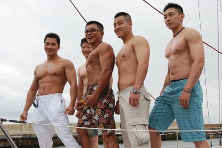图文:2007相约奥运扬帆海上 部分选手初试帆船