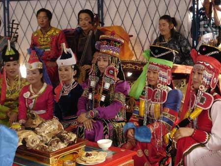 图文:高歌的蒙古族美女