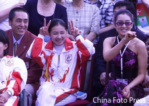 资料图:北京申奥成功大使馆庆祝 刘璇巩俐互贺