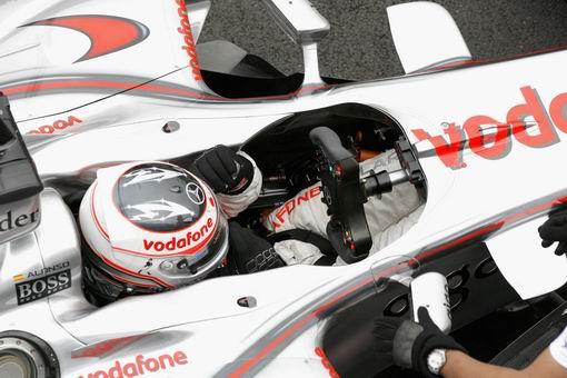 图文:[F1]斯帕赛道试车第三日 阿隆索准备出发