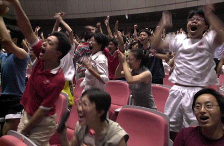 图文:庆祝北京申奥成功全国各地 杭州浙江大学