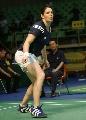 图文:羽毛球大师赛女双 法国组合接球瞬间