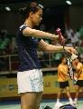 图文:羽毛球大师赛女双 法国人准备发球
