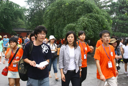 杨扬与台湾青年到达颐和园