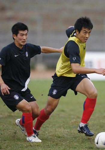 图文:[亚洲杯]韩国备战巴林 强力摆脱