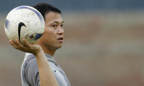 图文:[亚洲杯]韩国备战巴林 李云在单手托球